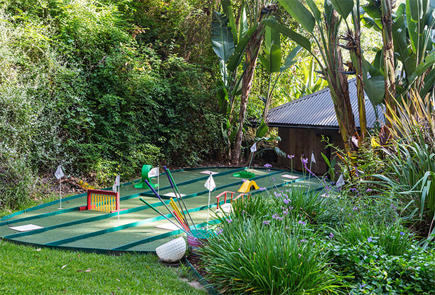 Jennifer-Lopez-New-Home-mini-golf-course